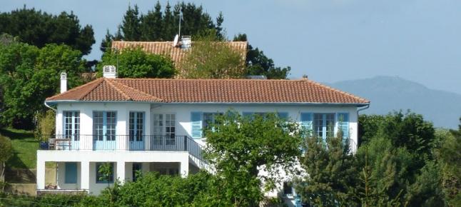 Mendiska la maison sur la colline for Maison sur colline